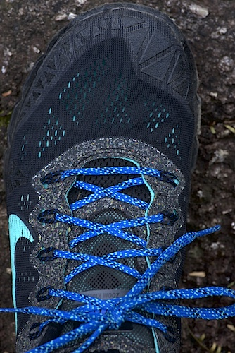 Zoom Terra Kiger v2 lacing with blue shoelaces, black shoes.